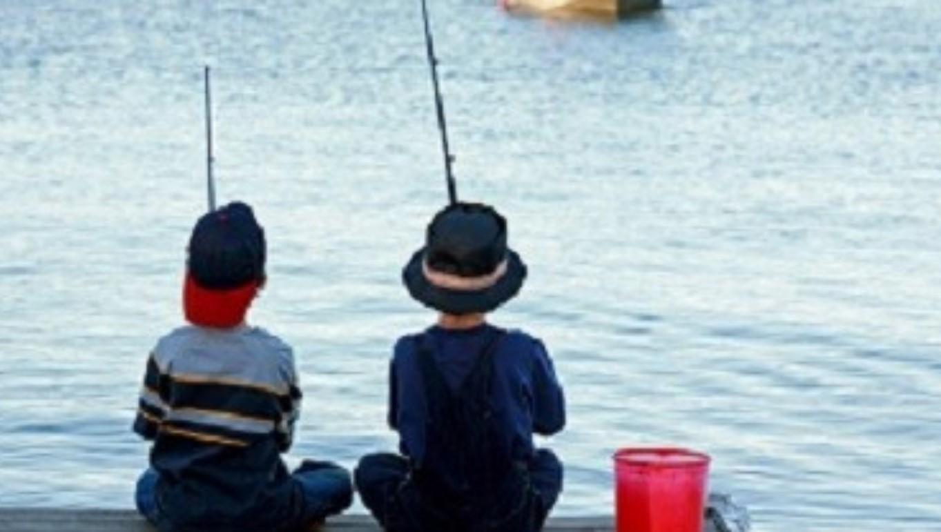 Vissen_kinderen_vissersboot_water
